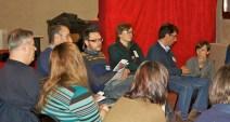 I partecipanti ascoltano le storie personali raccontate dagli altri partecipanti.