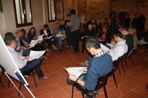 Anche i partecipanti del gruppo di Giovanni Ginocchini, architetto e facilitatore, tentano di risolvere il loro caso concreto