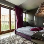 Luxurioses Schlafzimmer In Grau Und Violetttonen Mit Bett Teppich Und Terrassenfenster Lizenzfreie Fotos Bilder Und Stock Fotografie Image 67267395