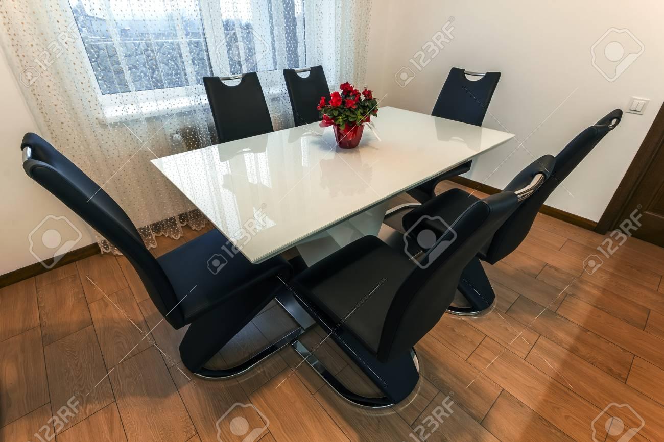 table a manger ronde en bois et verre blanche avec six chaises design moderne table et chaises de cuisine contemporaine serie de meubles