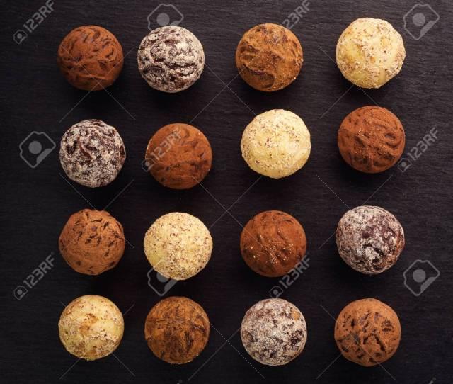Homemade Bolas De Energia Fresca Con Chocolate Gourmet Surtido De Trufas Hechas Por Chocolatier Chunks De Chocolate Y Granos