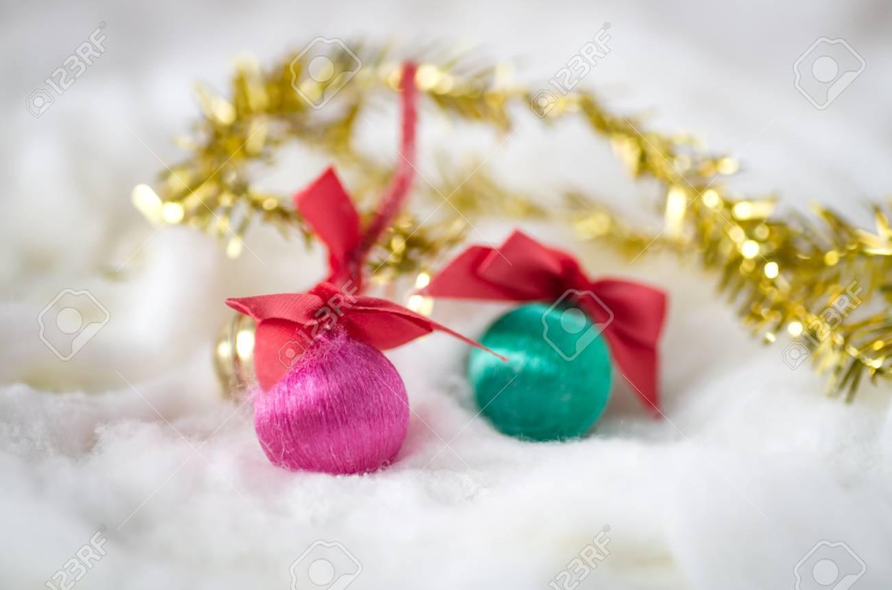 Boules De Noel Dans La Laine De Coton Des Decorations De Noel Banque D Images Et Photos Libres De Droits Image 48851938