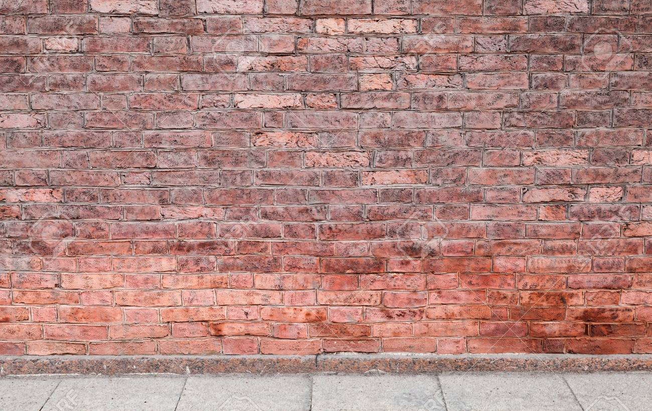 Abstrait Interieur Urbain Vide Avec Mur De Briques Rouges Et Carrelage En Beton Banque D Images Et Photos Libres De Droits Image 71160156
