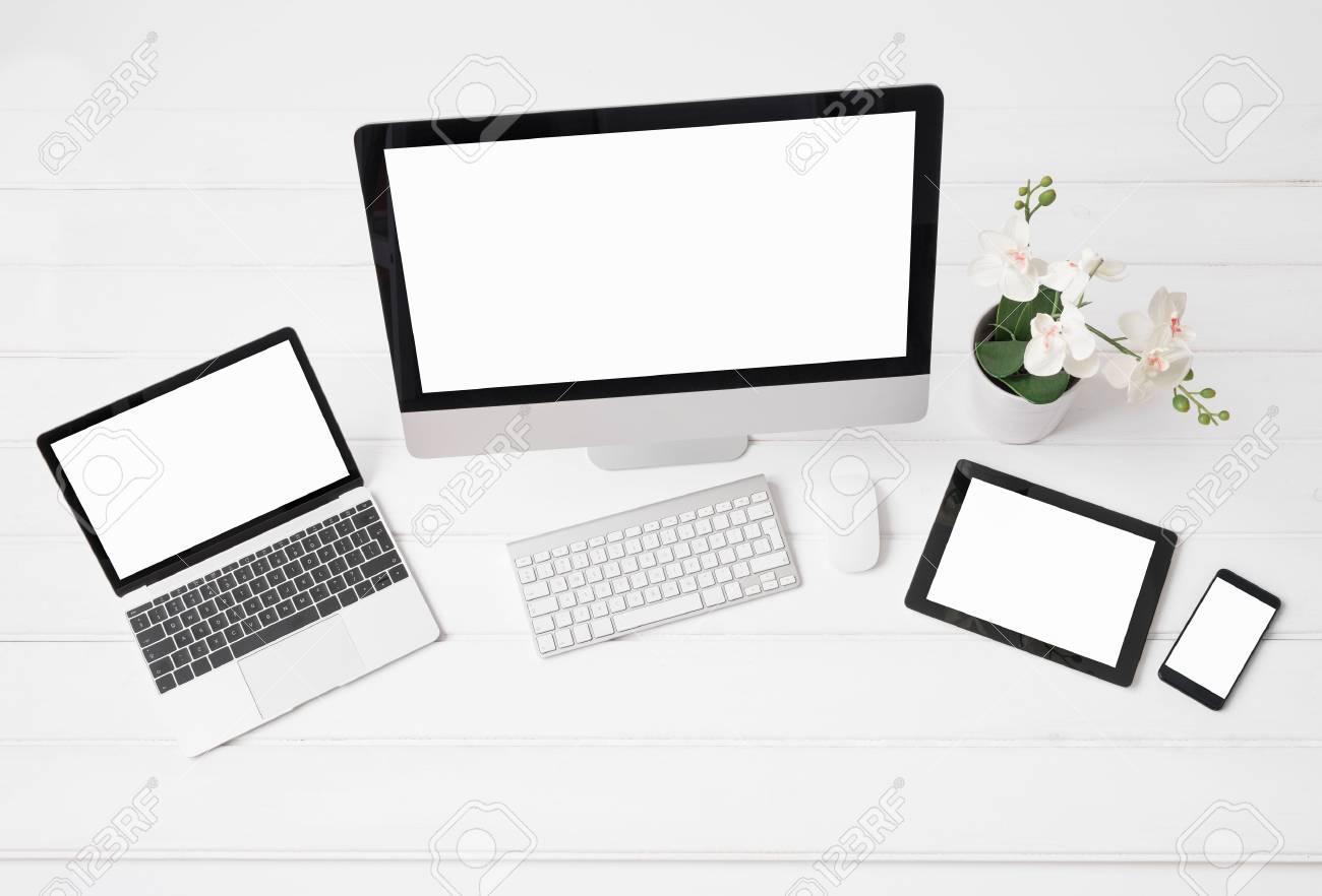 banque d images crans de differentes tailles de bureau et ordinateurs portables tablette et telephone