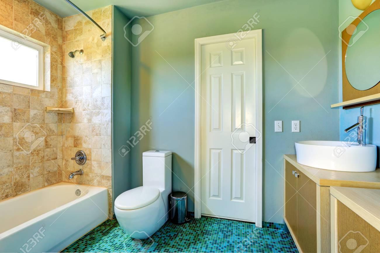 interieur salle de bain bleu clair avec meuble lavabo moderne avec evier de navire et les carreaux de mur d assiette banque d images et photos libres de droits image 31087912
