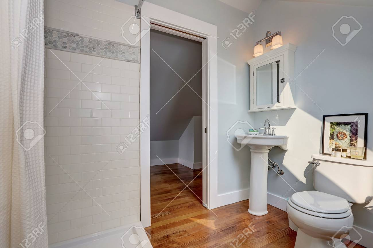 interior design of craftsman bathroom with a pedestal sink a