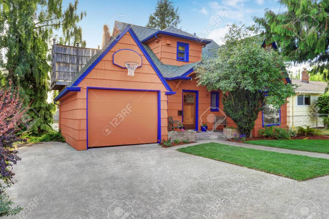 American Garage Home - 63737700-coral-exterior-american-house-with-blue-trim-with-garage-view-from-driveway-northwest-usa_Cool American Garage Home - 63737700-coral-exterior-american-house-with-blue-trim-with-garage-view-from-driveway-northwest-usa  Perfect Image Reference_767435.jpg