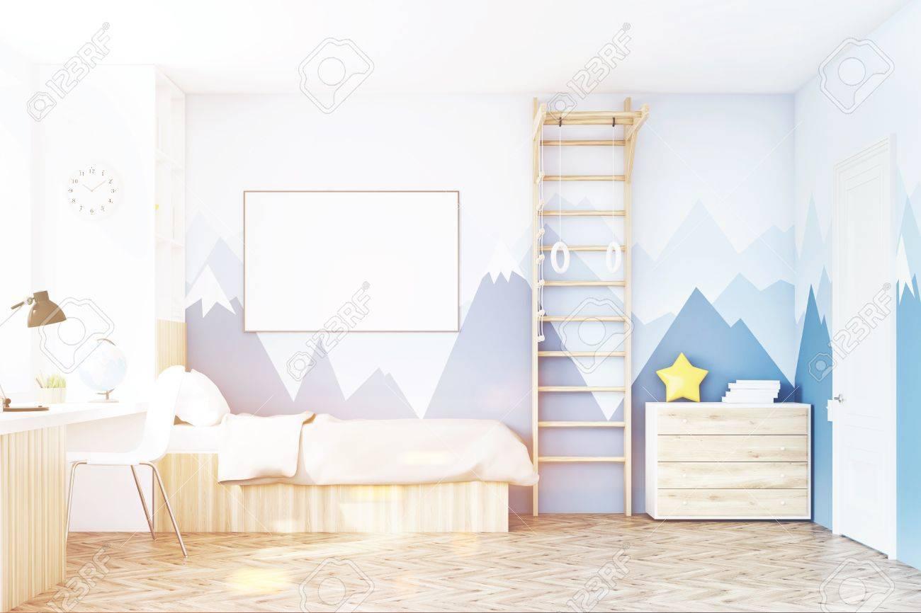 vue de face d une chambre d enfant avec un lit une bibliotheque et une table sous une fenetre il y a une echelle pour les activites physiques a