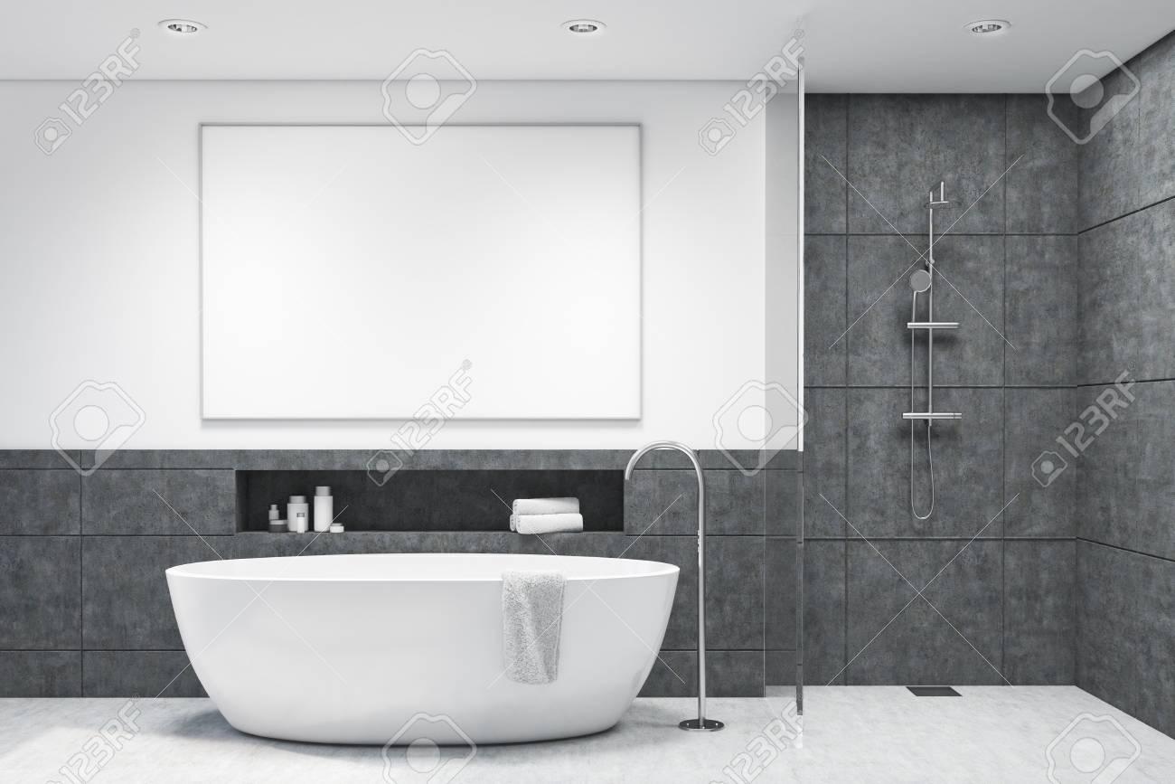 interieur de salle de bains en tuiles gris fonce avec une baignoire blanche et une affiche suspendue au dessus concept d hygiene et de soins de