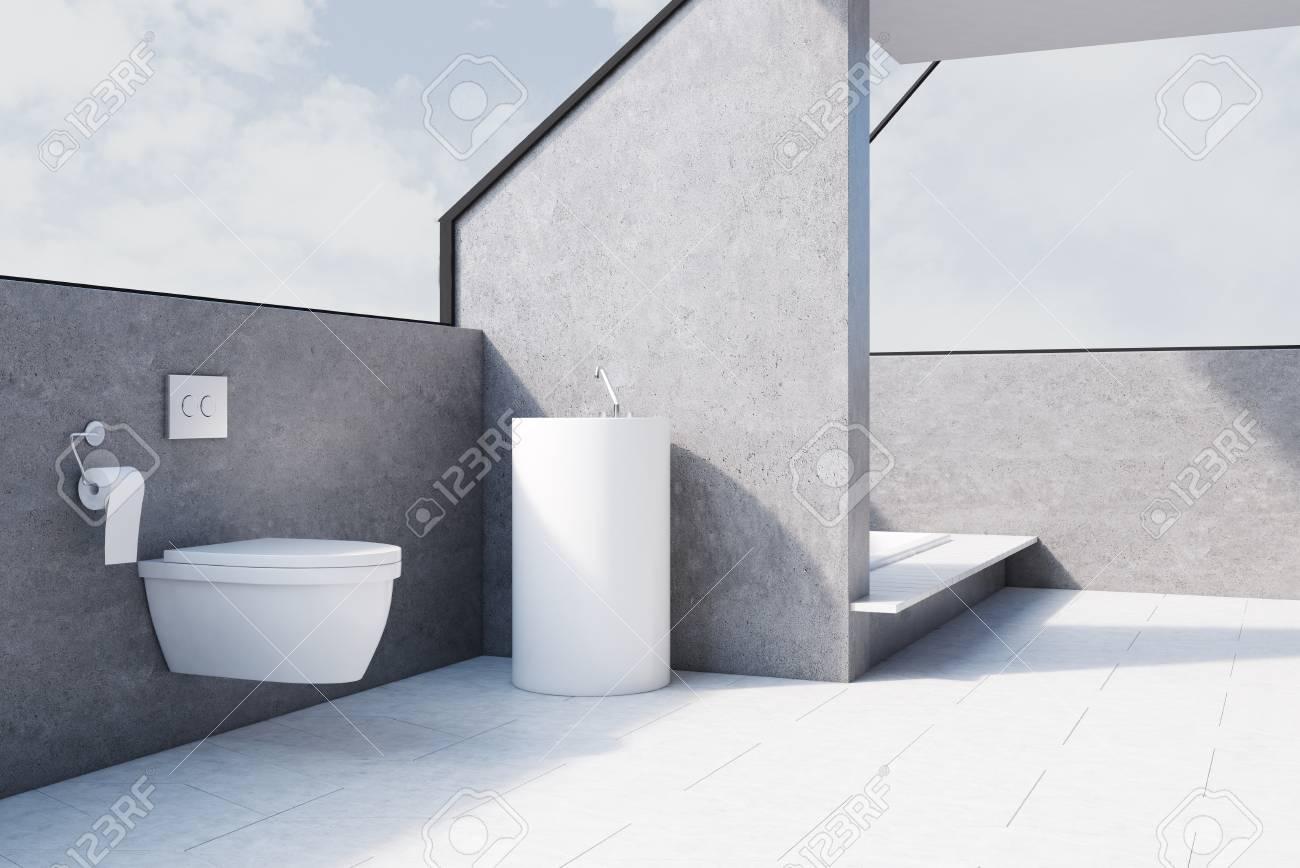 interieur de salle de bain gris avec sol en beton une toilette et une baignoire encastree dans le sol rendu 3d