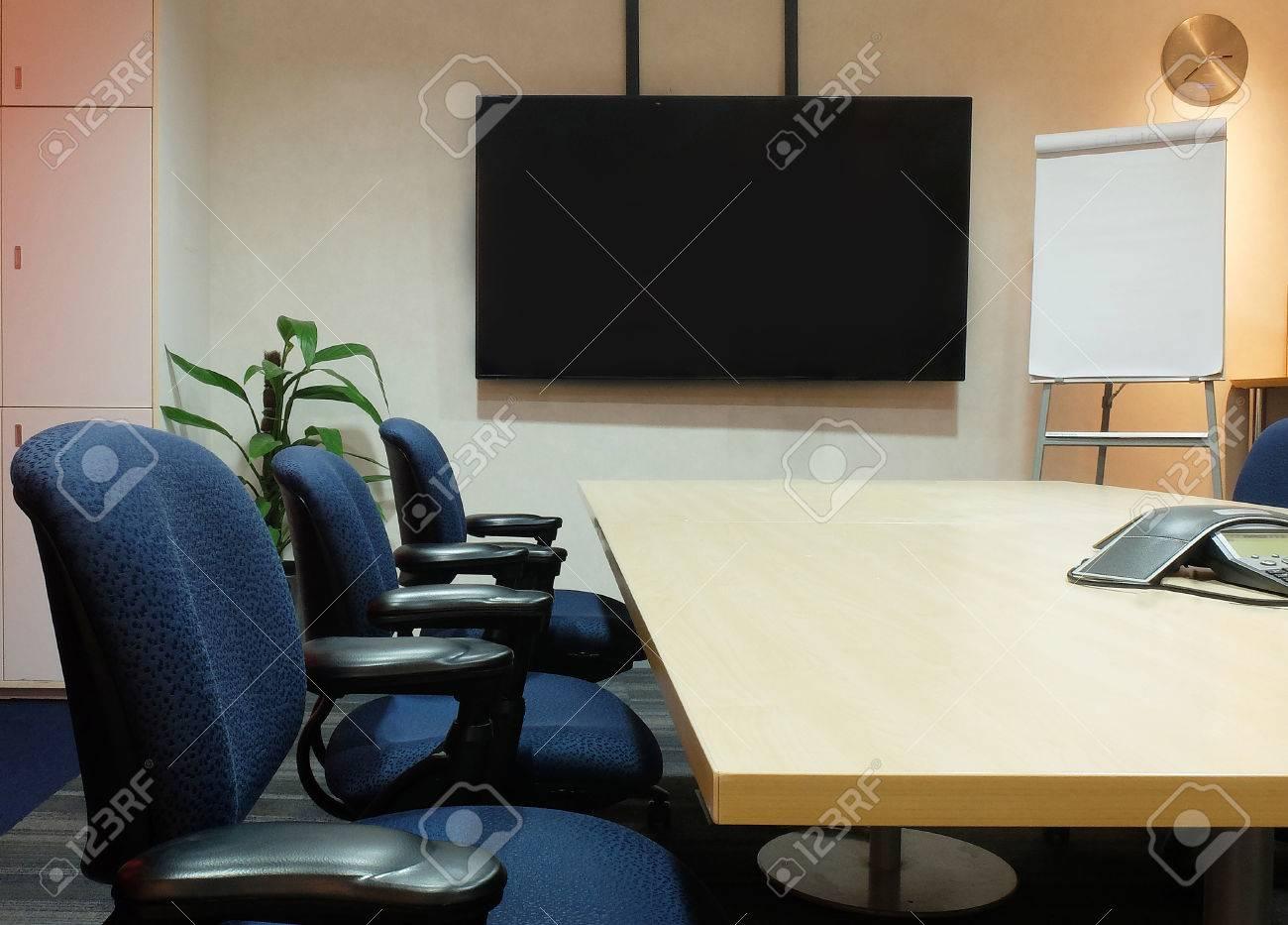 banque d images the empty salle de reunion avec mobilier de bureau usage conference de la table chaises tissu ergonomiques ecran blanc et blanc sur les