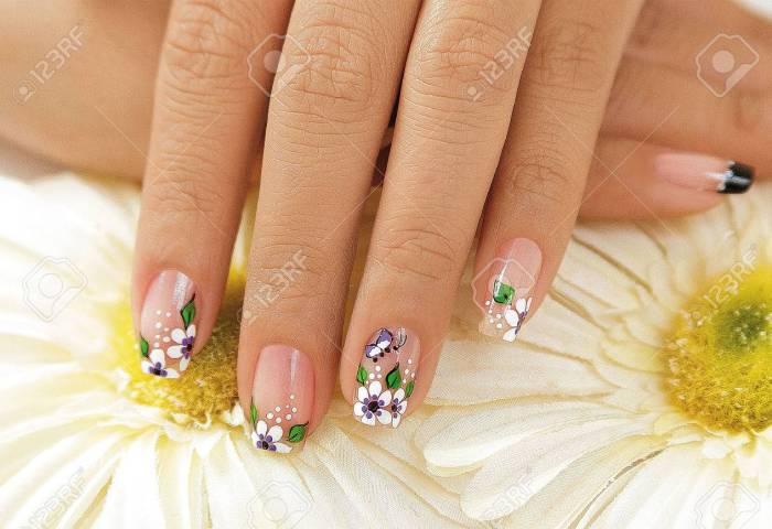 Hermosas Uñas Decoradas Con Flores Fotos Retratos Imágenes Y