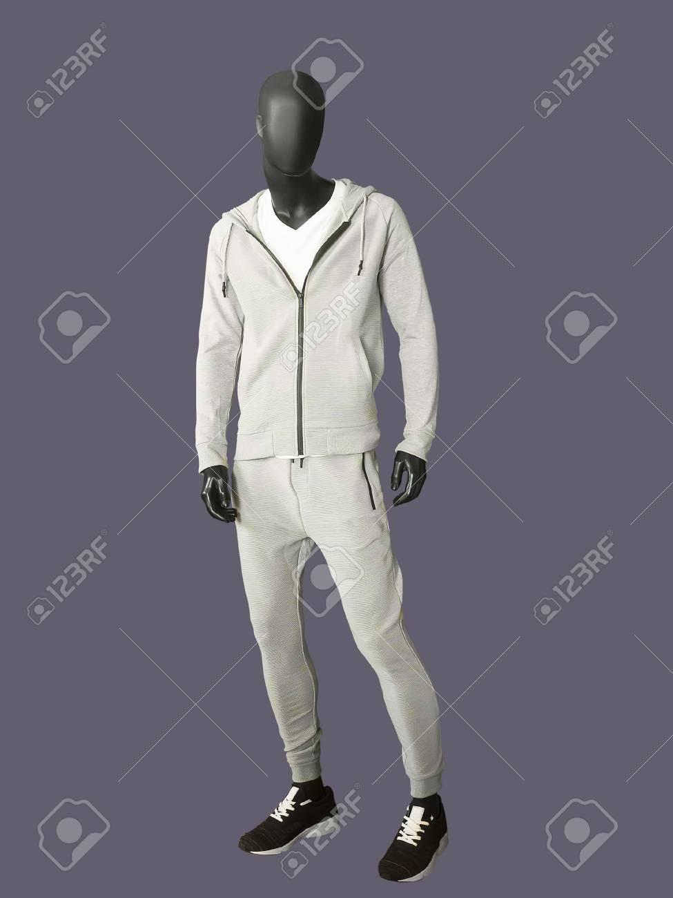 Mannequin Homme Complet Portant Des Vetements De Sport Isole Aucun Nom De Marque Ou Objet De Copyright Banque D Images Et Photos Libres De Droits Image 90099686