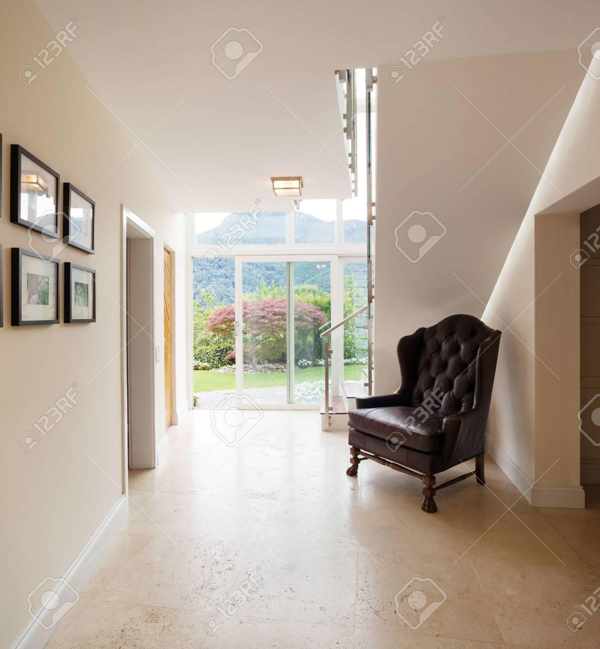 interieur maison moderne couloir