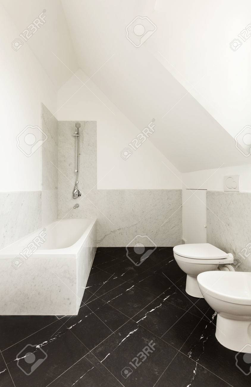 interieur salle de bains avec sol en marbre noir banque d images et photos libres de droits image 35408981