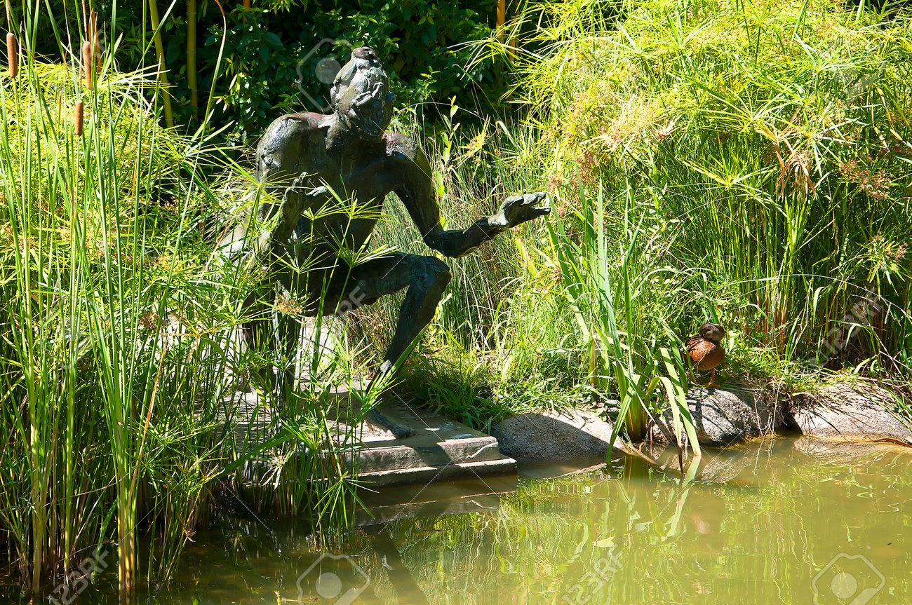 sculpture dans les jardins du musee calouste gulbenkian et jardin a lisbonne au portugal banque d images et photos libres de droits image 53270426