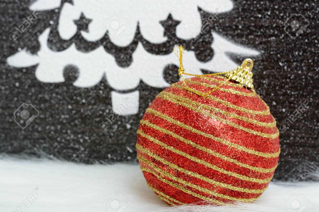 https fr 123rf com photo 64939284 image arbre de no c3 abl fait de neige artificielle avec boule de no c3 abl sur le tapis de fourrure html