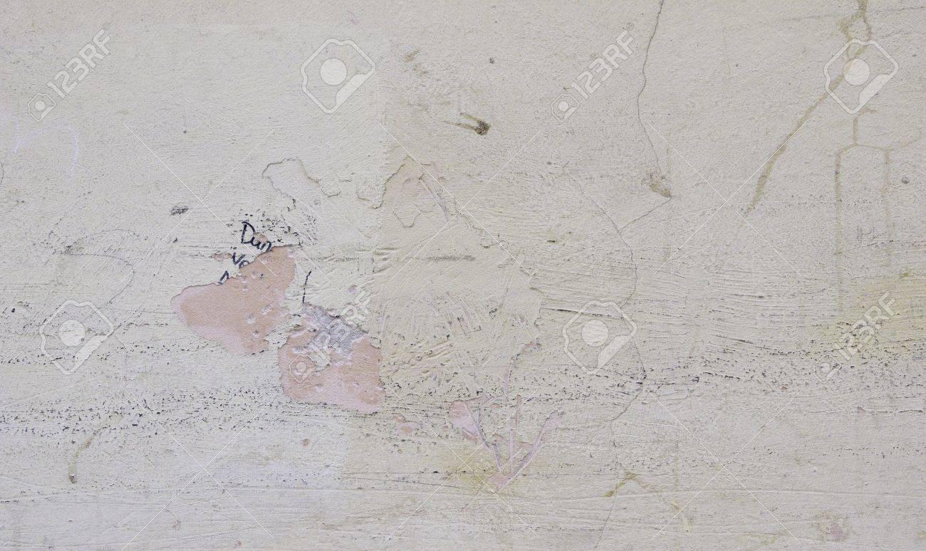 mur blanc casse