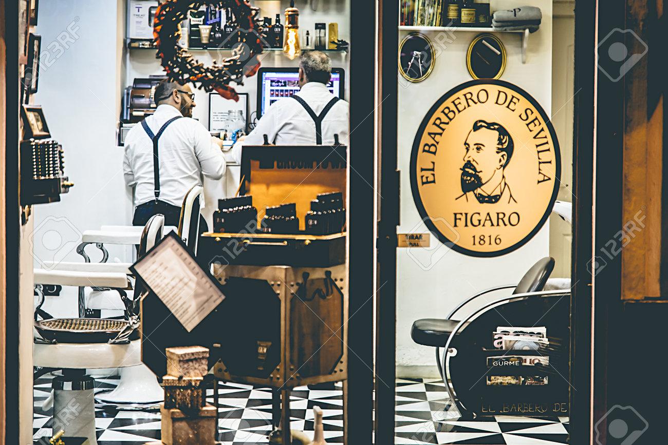 seville espagne 16 decembre 2016 tir exterieur du salon de coiffure vintage el barbero de sevilla dans le centre historique de seville en