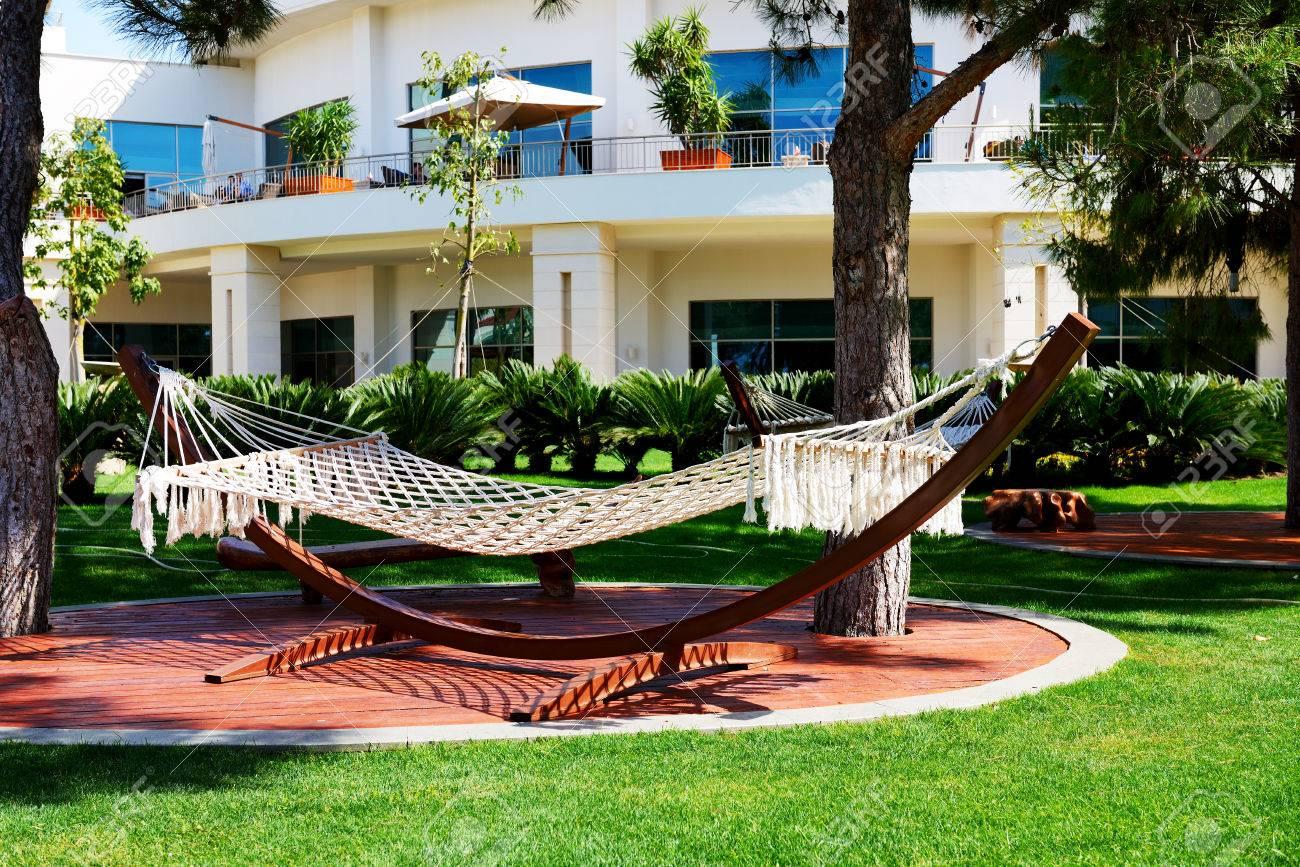 le hamac est sur la pelouse en hotel de luxe antalya turquie banque d images et photos libres de droits image 27950678