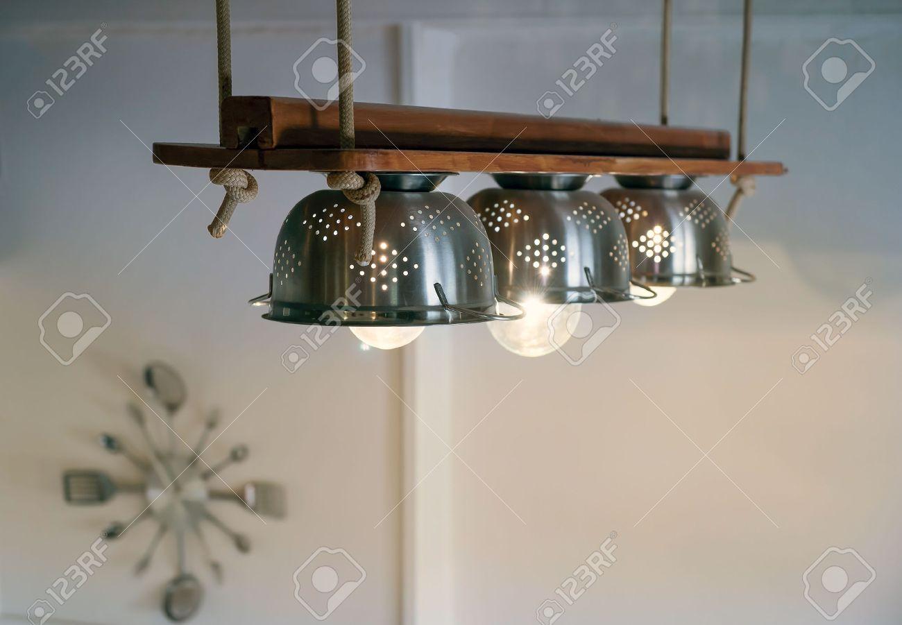 banque d images clairage chaleureux sortant de belle bricolage avec des equipements de cuisine lampes cordes et de bois pendu au plafond
