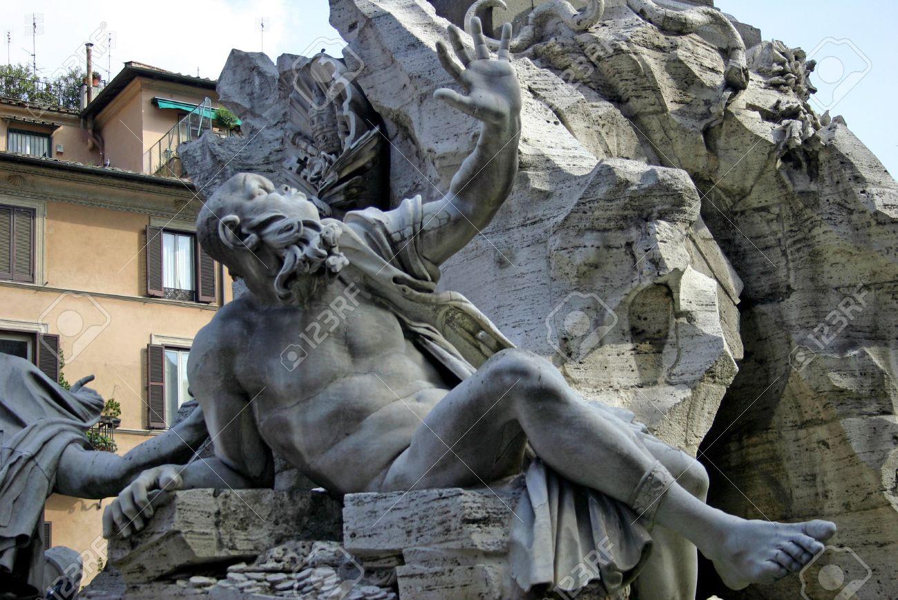 ส่วนหนึ่งรูปแกะสลัก Fontana dei Quattro Fiumi ของ Gian Lorenzo Bernini ที่ Prof. Kleiner เล่าว่า แบร์นินิแกะขึ้นมา เพื่อเป็นการวิพากษ์วิจารณ์โบสถ์ Sant'Agnese in Agone ของคู่แข่งคือ  Francesco Borromini ที่สร้างอยู่ตรงกันข้าม สังเกตว่ารูปปั้นยกมือขึ้นบังตัวเอง ประมาณว่า เตรียมป้องกันต้วจากโบสถ์ของโบรอมินิที่จะพังลงมาทับเมื่อไรก็ไม่รู้