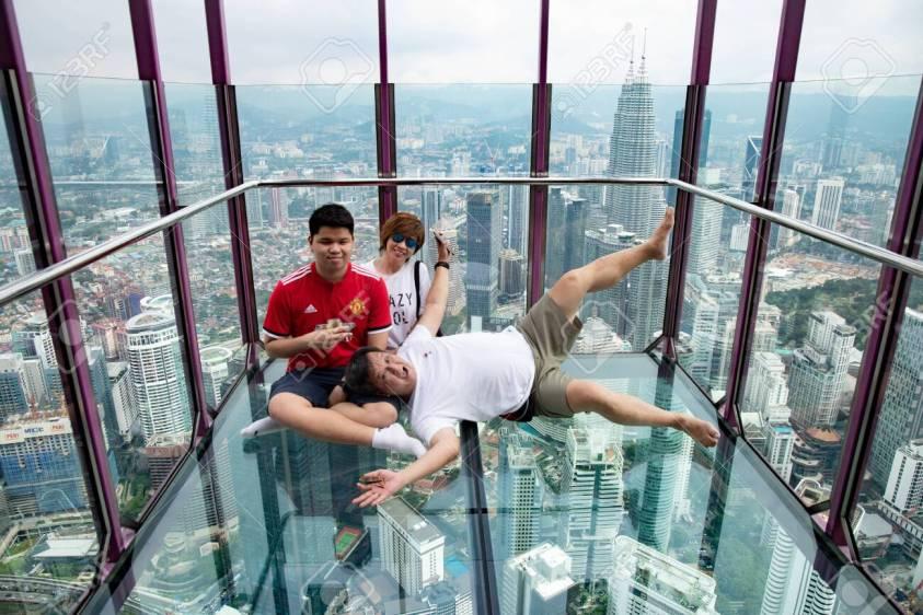 Sky Box KL Tower (Petronas Twin Towers vs KL Tower)