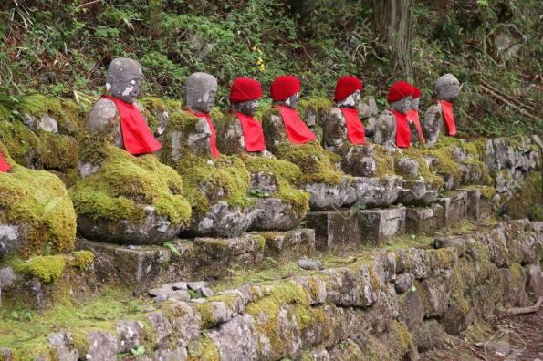Japon Repère - Statues De Jizo Narabi à Nikko Forêt Par Kanmangafuchi Gorge. Banque D'Images Et Photos Libres De Droits. Image 36518762.