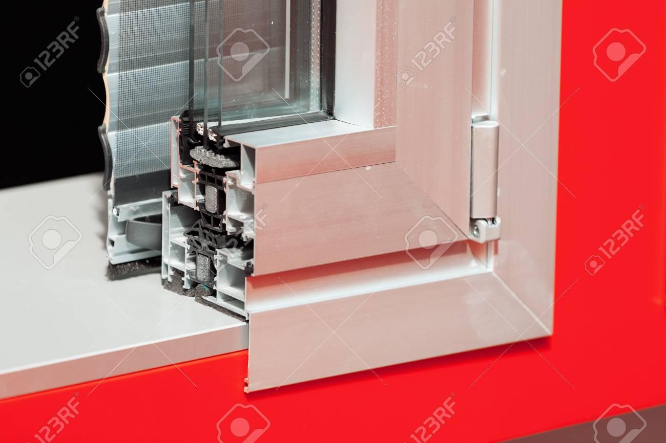 https fr 123rf com photo 86608521 fen c3 aatres c3 a0 cadre en aluminium de section transversale avec m c3 a9hanisme pour volets notez la faible profondeu html