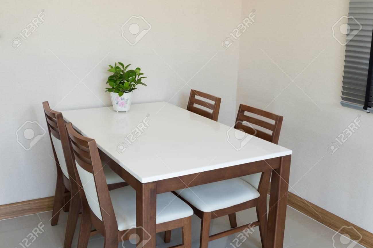 table a manger en bois pour 4 personnes