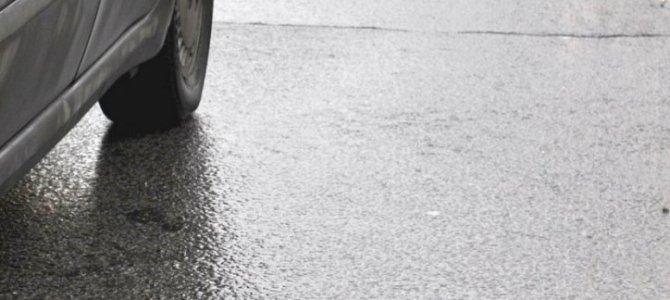 PAŽLJIVO ZA VOLANOM: Putevi prohodni, ali mokri, PRILAGODITE BRZINU
