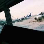 【九州旅行4・5日目】羽田空港・ANAの飛行機とともに、ココマイスターの長財布を眺める