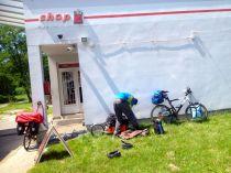 fixing the trailer. needs welding - got zip-ties :)