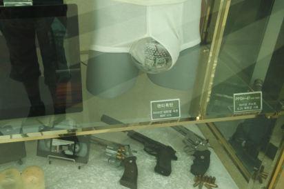Seoul customs/ underwear bomb