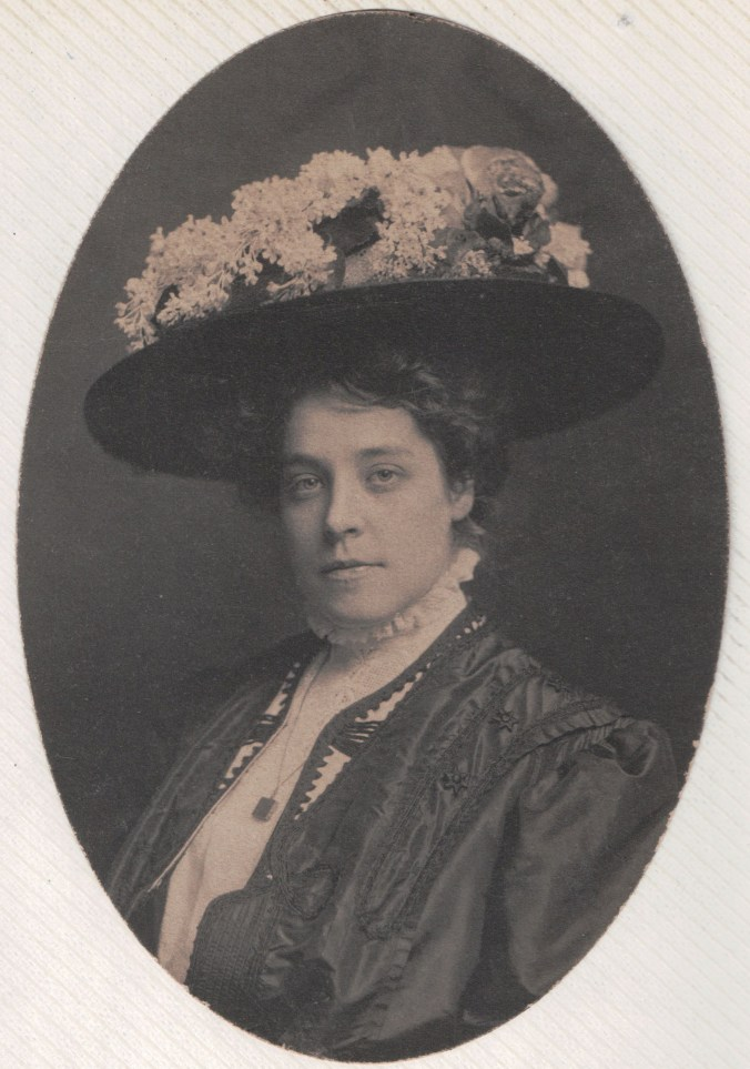 A Young Pearl Price