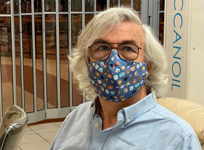 A photo of the website owner with pandemic-related long hair and mask