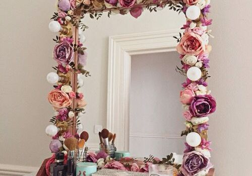 Flowers gives your bathroom romantic look on a budget
