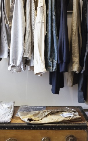 Do not waste any more time on searching your favorite shirt in the messy closet