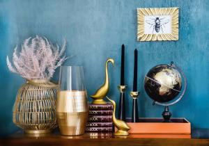 A globe, vases and some other decorative items on a shelf