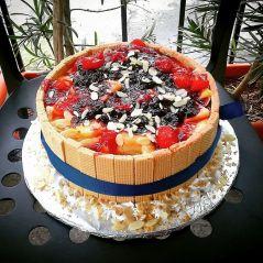 Torta okružena napolitankama...