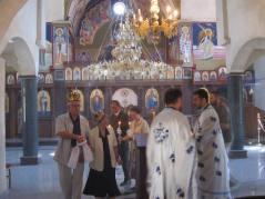 Svedoci u crkvi bili su prijatelji sa kojima druguju više od 50 godina – kum Tomislav Miljković i starosvatica Mirjana Mijalković