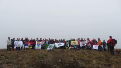Grupni pozdrav sa vrha Krst u selu Radenkovac