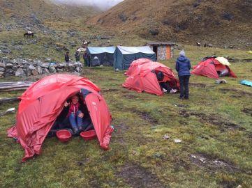 ... a u Andima spavala u šatoru