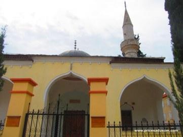 Osman pašina džamija oštećena je u građanskom ratu devedesetih godina, pa je obnovljena 2005. godine.