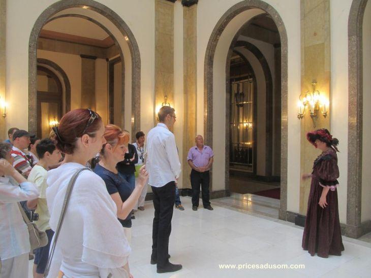 Olgica Zivkovic sa turistima_1024x768