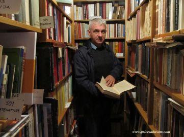 Saša mi pokazuje kolekciju: Biblioteka je registrovana i otvorena 2014. godine