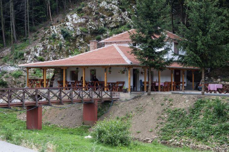 Gostoprimnica-manastira-Tumane_1024x683.