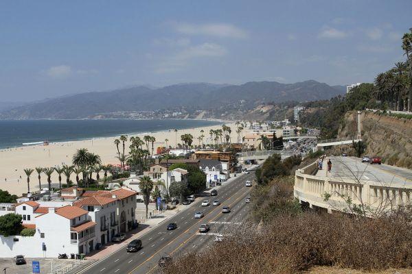 1280px-Santa_Monica_Beach