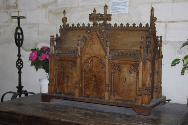 Châsse, XVIIe s., provenant de Foicy, église Saint-Parres-aux-Tertres. Photo JGE (2014)