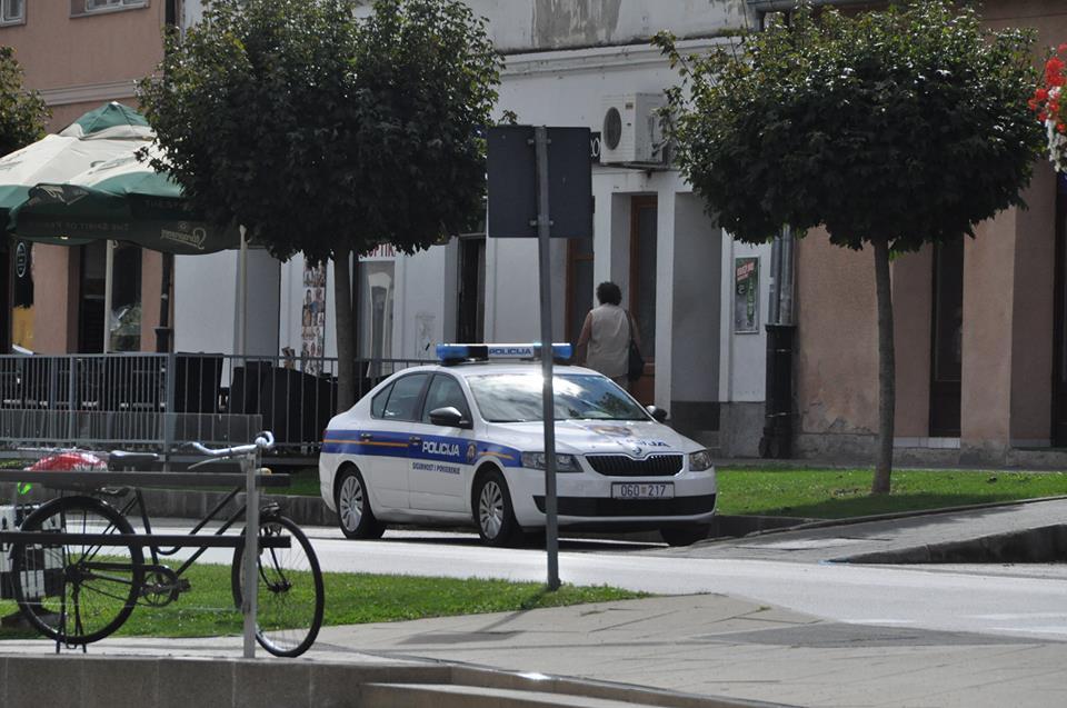 Pripit vozio bicikl pa se u njega zabio 21-godišnji motorist